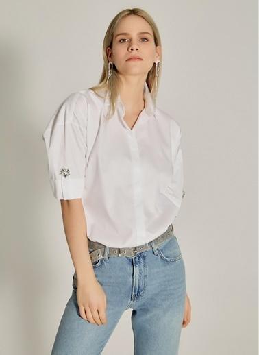 NGSTYLE Taş Detaylı Geniş Kalıp Gömlek Beyaz